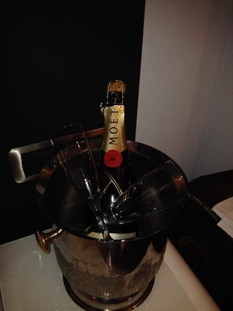 BEST WESTERN Premier Hotel Royal Santina: champage as requested for proposal celebration