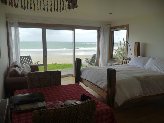 Curio Bay Accommodation : Beachhouse Apartment