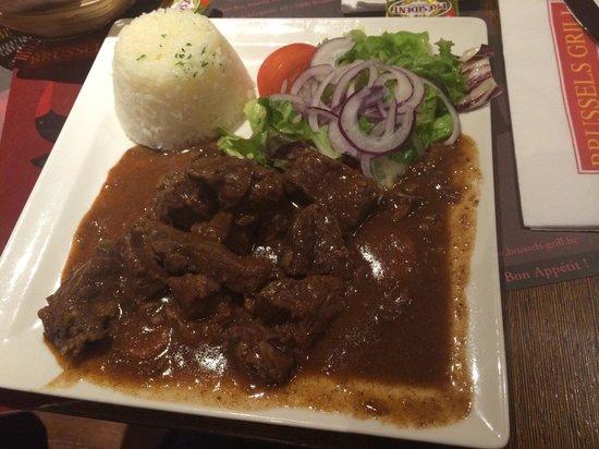 Brussels Grill - Rogier Plein: Carne ao molho de especiarias, trocamos a batata frita por arroz, delicia!