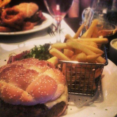 Wolfe's Bar & Grill : Kobe cheeseburger
