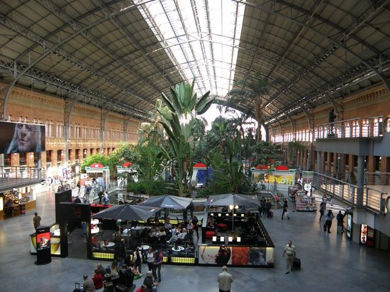 Estación de Atocha: Inside station