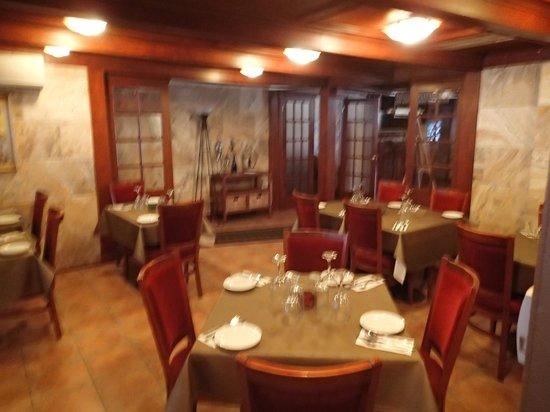 Aux Deux Oliviers : salle à manger