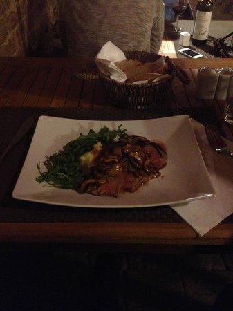 Zest Ristorante & Wine Bar : boeuf sauce champignon & crème aux truffes