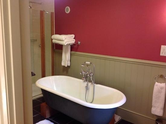 The Grove - Narberth: cwtch bathroom