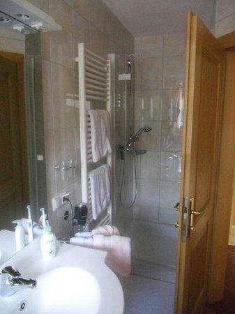 Haus Siller: Ein sehr modernes und gepflegtes Bad