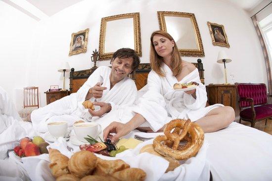 Posthotel Kolberbräu: Zimmerfrühstück im Hotel in Bad Tölz für einen Romantikurlaub in Bayern