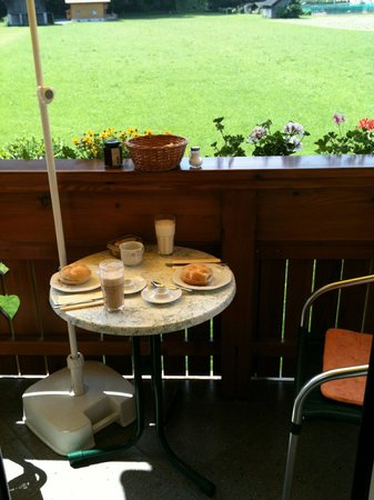 Haus Siller: Frühstück auf dem Balkon...