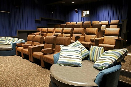 Andrew's Pizza & Bakery : 2ND AUDITORIUM AT THE SKYLIGHT DRAFTHOUSE THEATER