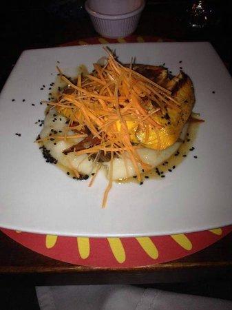 Decameron Aquarium: Salmão duvidoso no restaurante tailandês