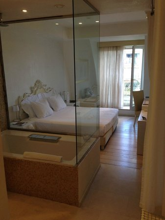 Boscolo Exedra Nice, Autograph Collection: Room view, note shower/ bath