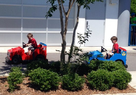LEGOLAND Florida Resort : My twin boys first solo ride at driving school :