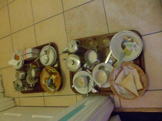 McElroy Budget Accommodation: plateau petit dejeuner de deux chambres (au sol)