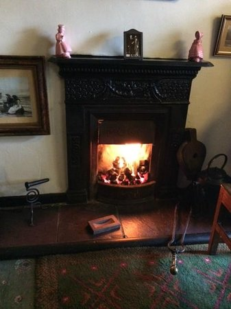Penceunant Isaf Tea Rooms : Warm fire