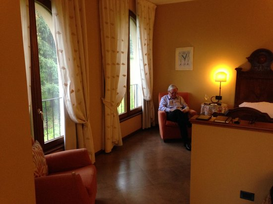 La Valletta Relais: Husband in the huge room