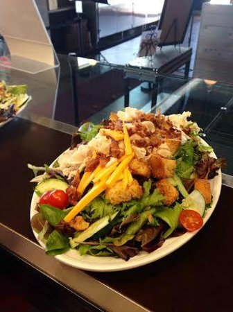 D'Andreas' Deli Grill & Bakery: Loaded Salad, The Salad Bar is Awesome!
