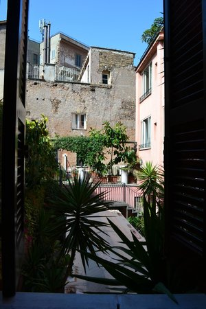 Albergo Del Sole Al Biscione: View from Bedroom