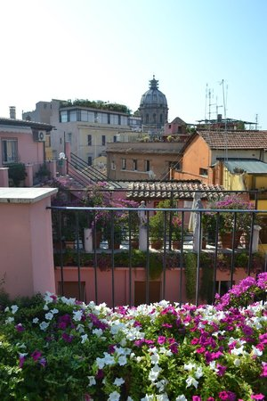 Albergo Del Sole Al Biscione: Beautiful Views from the Rooftop Terrace