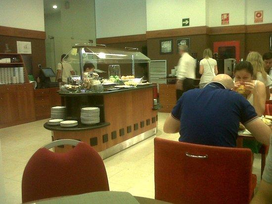 Tryp Valencia Oceanic Hotel: buffet