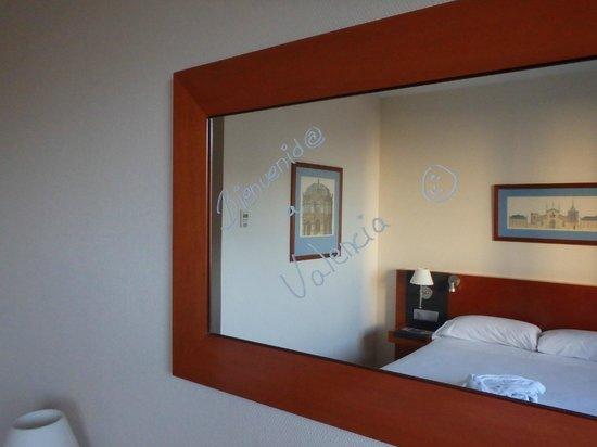 Tryp Oceanic: room