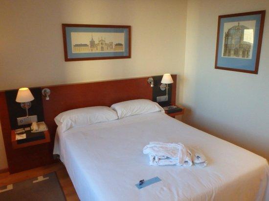 Tryp Valencia Oceanic Hotel: room