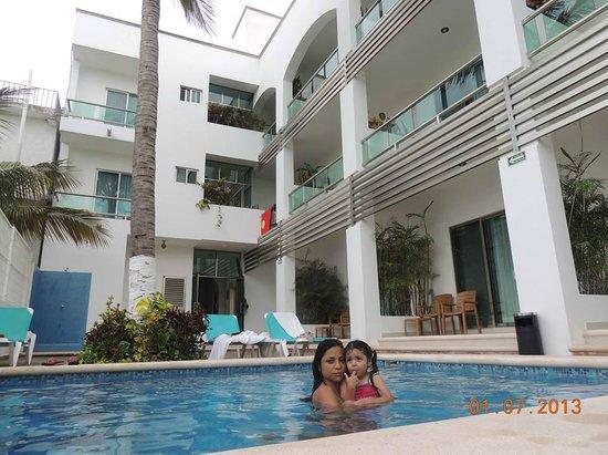 Casa Melissa: Mi familia en la piscina del hotel