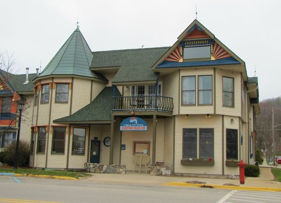 The Hotel Frankfort: THe Sleeping Bear Inn