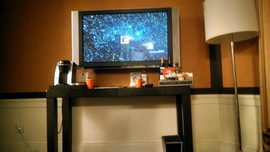 Empire Hotel: TV Mini Bar area