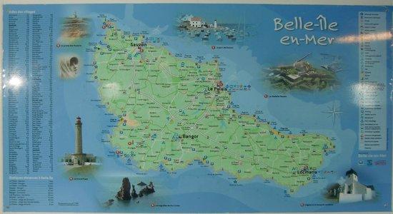 carte de belle ile Carte de Belle Ile en Mer affichée dans gare maritime de Quiberon