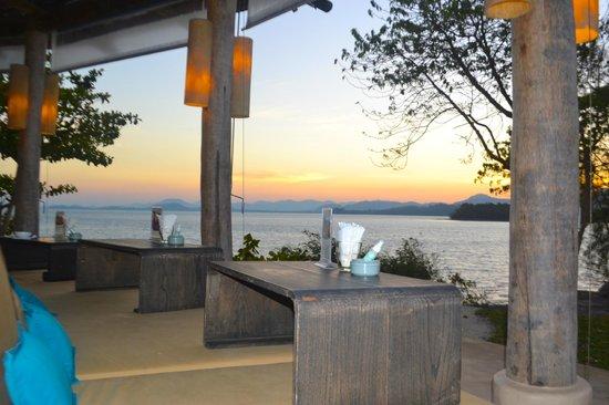 The Naka Island, A Luxury Collection Resort & Spa Phuket : Z Bar at sunset