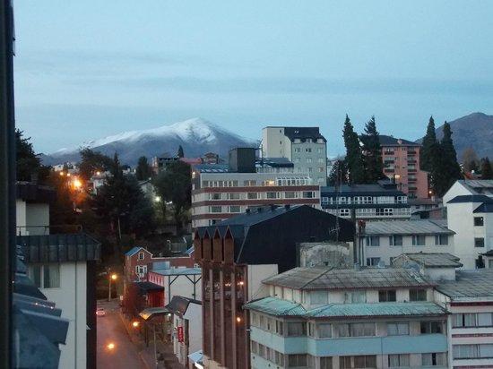Hotel Crans Montana: Vista de la ciudad y alrededores
