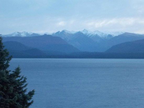 Hotel Crans Montana: Vista al lago Nahuel Huapi.