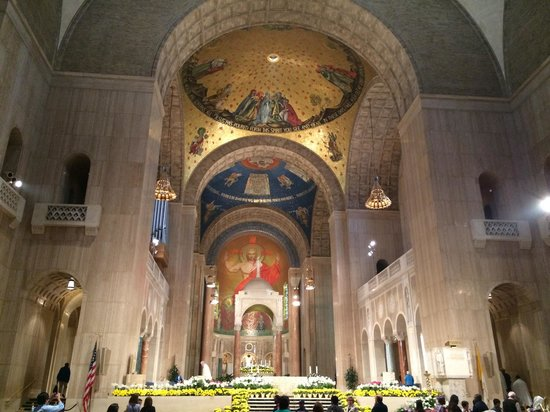 Basilica of the National Shrine of the Immaculate Conception: The altar in the upper church