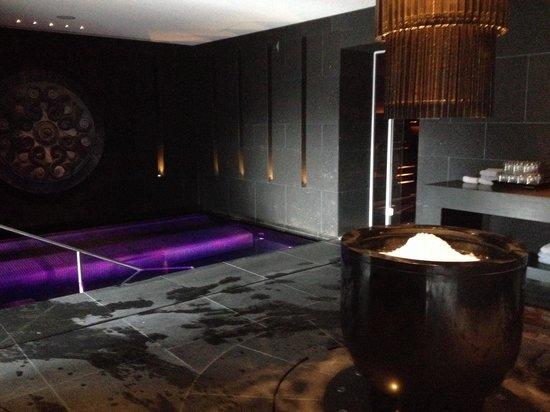 The Europe Hotel & Resort: Sea salt pool and the fanciest ice machine I've ever seen :-)