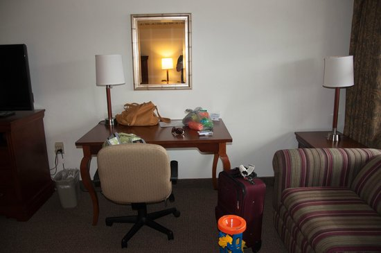 Holiday Hill Motor Inn: large desk that held a lot of our toddler stuff