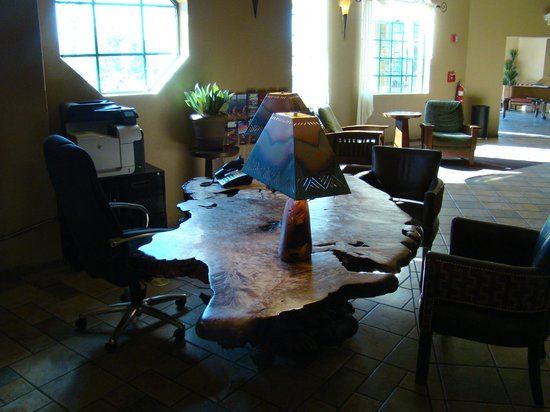 The Grand Hotel at the Grand Canyon: 2nd area of lobby with amazing desk