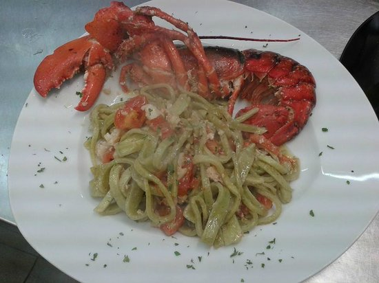 Restaurant Pizza Grill and Fish House MaryFrank: Scialatielli verdi all' astice!