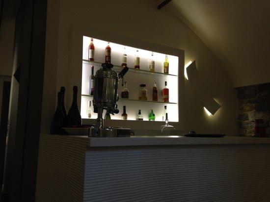 GombitHotel: The bar