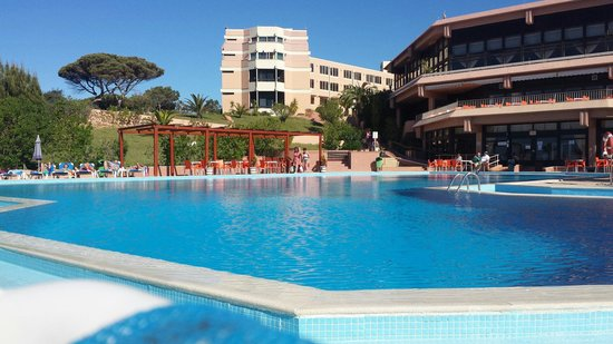 Auramar Beach Resort: Pool area