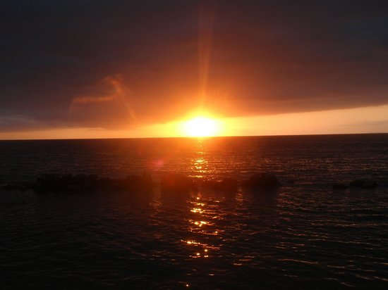 Costa Sur Resort & Spa: Sunset