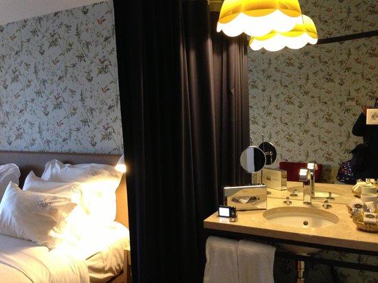 Lisboa Carmo Hotel: Cute room