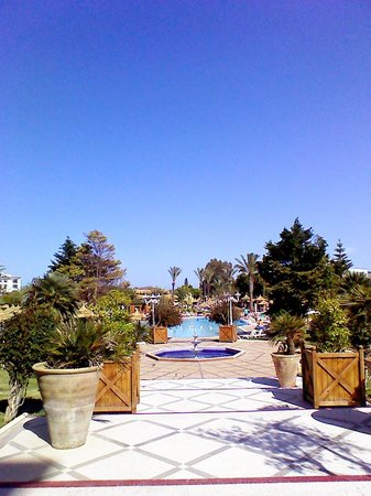 Royal Kenz Hotel Thalasso & Spa : From lobby to the pool