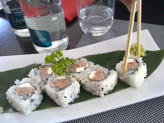 Fuji Sushi: Tonno e Philadelphia - buoniiii