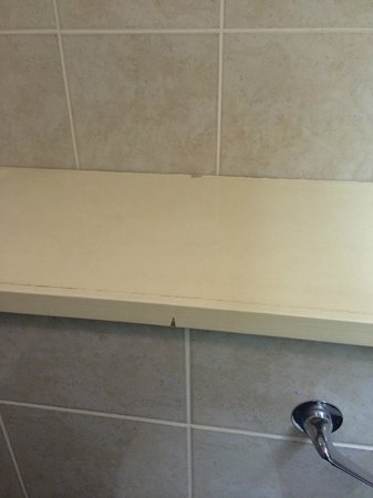 Airth Castle & Hotel: Old paintwork in the bathroom