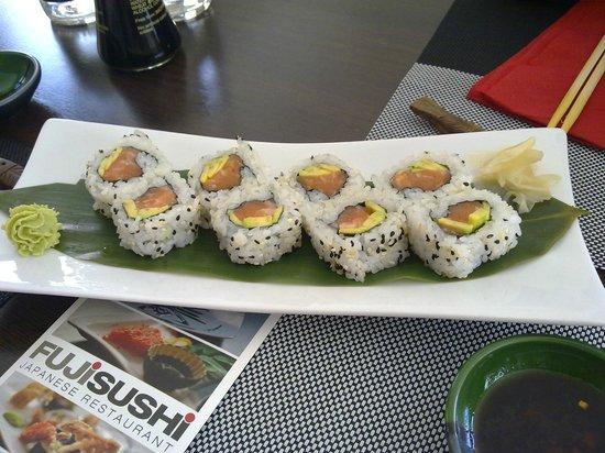 Fuji Sushi: Salmone e avocado - freschissimi