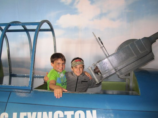 USS LEXINGTON : Up Up and Away Max and Trei