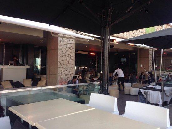 Opium Restaurant : I tavoli all'aperto all'ora dell'aperitivo