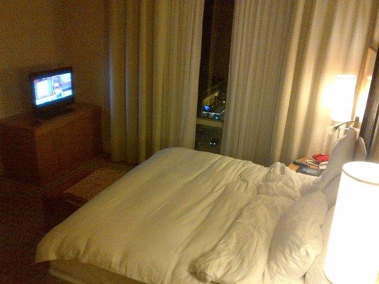 Sofitel Montreal Golden Mile: Bedroom, towards flat screen.  Window facing east.