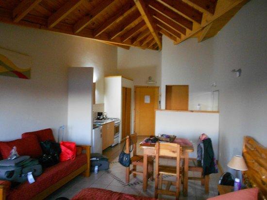 Lagos del Sur Apart & Suites: Vista completa de la habitación.