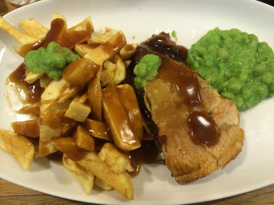 Steak & ale pie with chips, gravy & mushy peas! - Picture ...