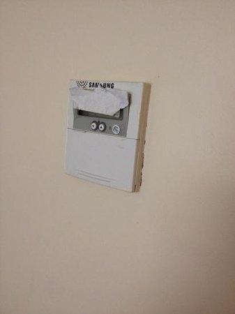 Cobden Hotel Birmingham: air con control unit